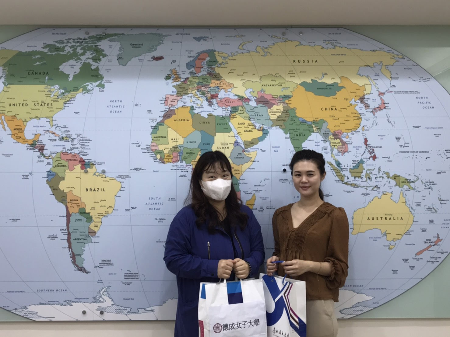 Prof. Seong-hee Kim from Duksung Woman's University Visited UT(Open new window)